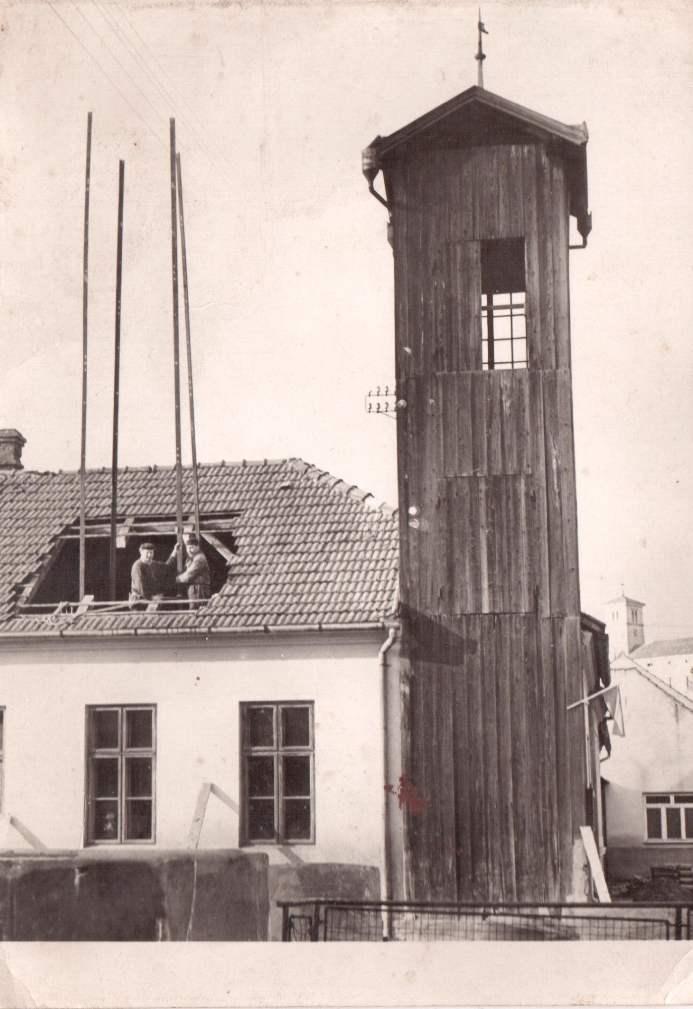Hasičská zbrojnice dům č.p. 75, stavba nové věže.